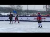 Башаров на льду с ребёнком