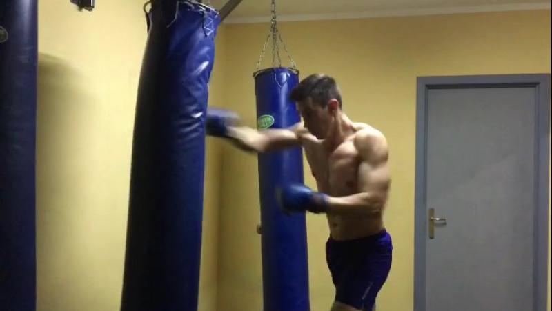 Вечерами как всегда, занимаемся херней🙀👊🏽 зож box motivation strong sport russia fitness active training