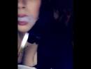 Alycia Starr курит кальян и выпускает клубы дыма сочным ротиком сладкими губками не порно секси сиськи попка