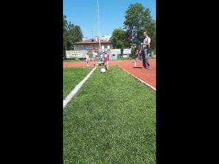 маленькая футболистка