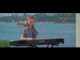 Девочка поёт песню Виктора Цоя это супер