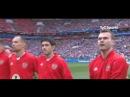 Empieza el Mundial de Fútbol . - - Suena el Himno Nacional de Rusia - - En la fila de ju