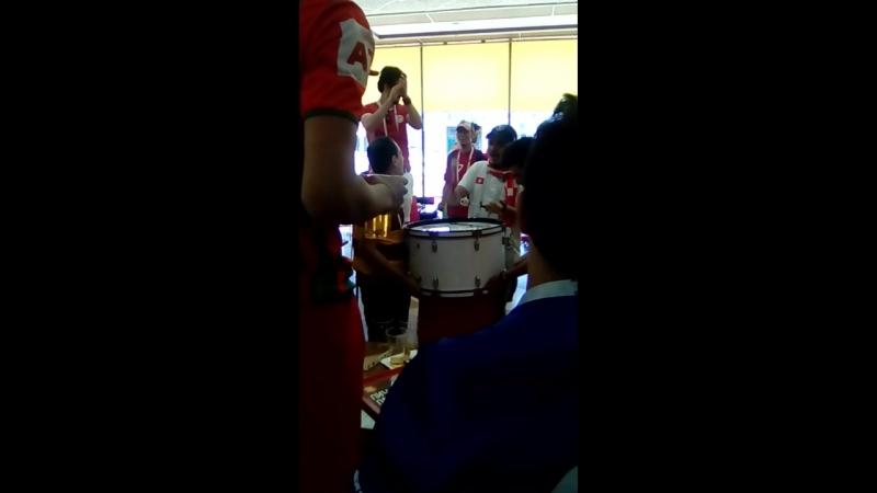 болельщики и из Туниса.зажигают на барабане,атмосфера супер!