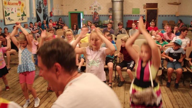 Мы маленькие дети массовый танец на летнем отчётном концерте славыневского СДК 27 07 18г Видеооператор Владимир Смелов