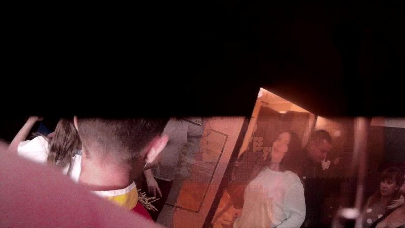 Между нами тает лед,но тут же разгорается пламя.Дискотека в Броварах.Сыну 9 лет.