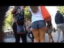 Шведка в мини шортиках светит попкой на прогулке