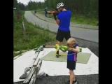 Фредрик Линдстрем с дочкой тренируются дома (июль 2018)