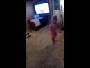 Полюша танцует под Кукутиков💕