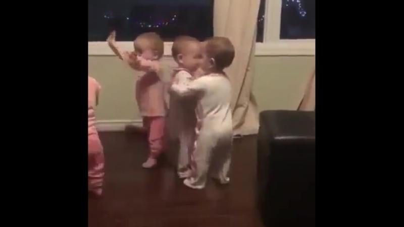 младенческая тусовка