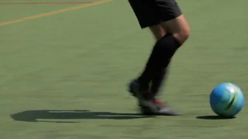 Develop Good Soccer Dribbling Skills Step 3.360p