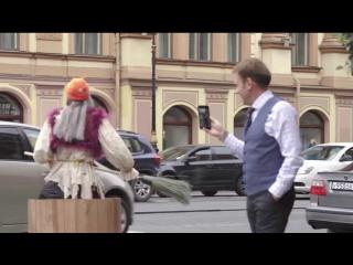 Баба Яга на гироступе рассекает по Петербургу