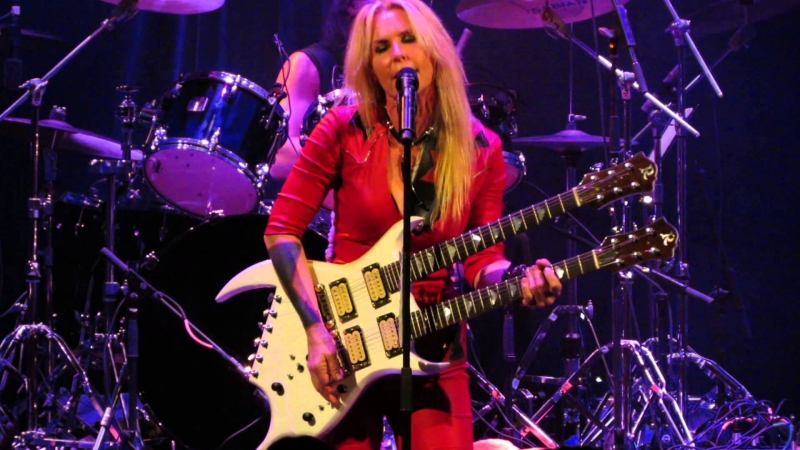 Lita Ford - Kiss Me Deadly/Close My Eyes Forever/Back To The Cave album Lita 1988