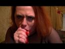 Русская зрелая мамка сосёт глотает огромный дилдо член большой фаллос deepthroat глубокая глотка на порно секс минет инцест села
