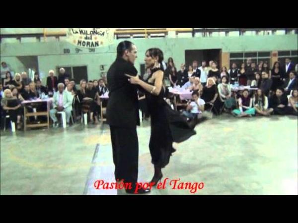 LORENA ERMOCIDA y PANCHO MARINEZ PEY bailando el tango MALA JUNTA en la MILONGA DEL MORAN