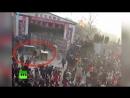 Видеокадры нападения сбежавшего из клетки тигра на посетителей цирка в Китае