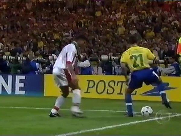 Edmundo (Brasil) – Brasil 3–0 Marrocos – Copa do Mundo, 1998: Fase de grupos, Grupo A, rodada 2