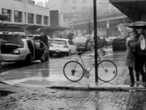 Дождь по лужам.wmv