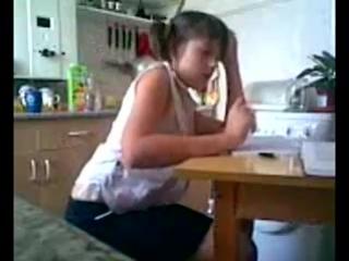 девочка делает уроки и раздевается аахаххахахаххах))))))))))))))