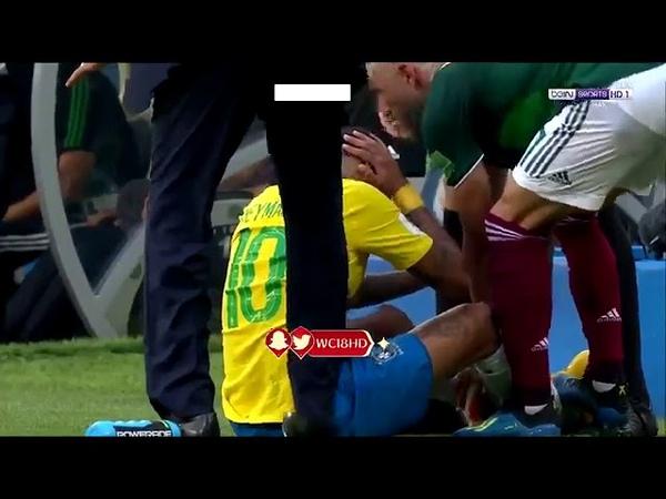 Neymar Recebe Pisão de Layun do México