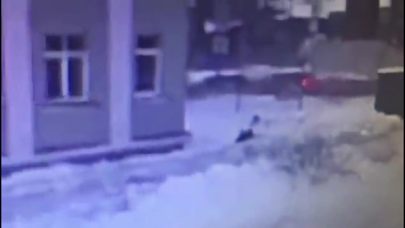 Камеры сняли, как в Казани отчим зарезал 16-летнюю девочку, которую изнасиловал