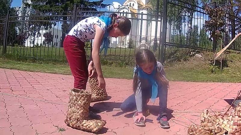 сибиряки научились плети лапти и обуют всю россию