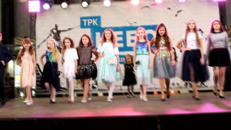 ❤MA PremierArtKIDS работает✌, у нас опять показ ТМ АКУЛА нарядила наших девочек, очень красивые платья ✨мы сияем и блестим😍