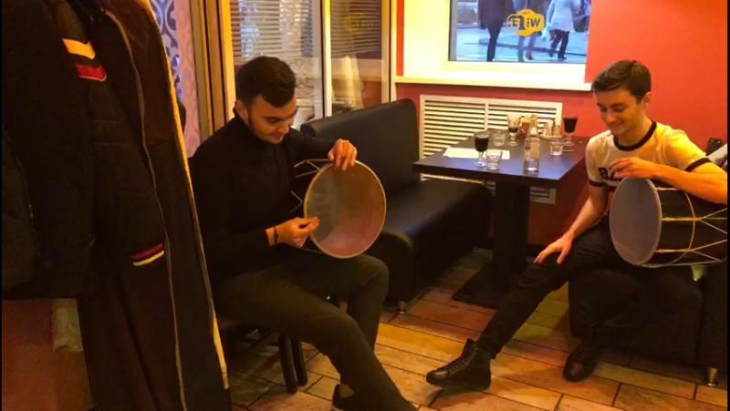 Осетинские ребята после конкурса зашли отведать пироги в кафе Осетинской кухни.