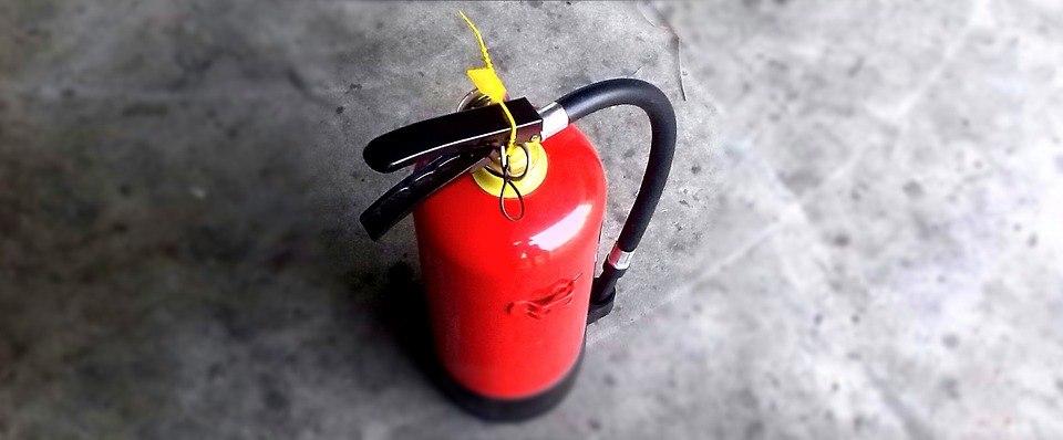 Сотрудники МЧС рекомендуют томичам обзавестись огнетушителями