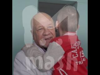 Пациенты доктора Севастьянова просят не отправлять на пенсию их спасителя