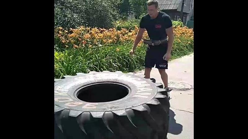 Роман Греков, покрышка - 300 кг на 10 оборотов💪🇧🇾