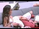 16-02-2017 Parte 8 - Marcos deita no colo de Emilly no sofá