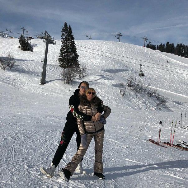 Как в сказке: Кристина Орбакайте с семьей отдыхает в Альпах
