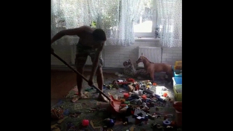 Как правильно убирать игрушки в детской 😄