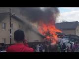 вот наглядно видно с чьей стороны начался пожар,наша половина дома та которая на 3 окна.а баня находиться за домом. и не надо н