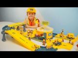 МАШИНКИ и Строительная База Трек. Строитель Даник играет в Рабочие Машинки Грузовички для детей