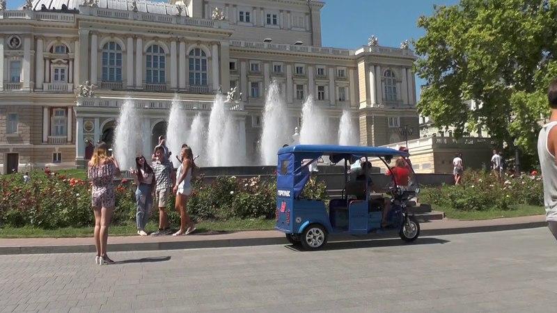 Геркулес e-Riksha делает экскурсию по Одессе