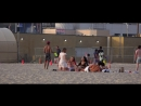 Эротик сессия или девушки без комплексов делают фото на пляже Калифорнии