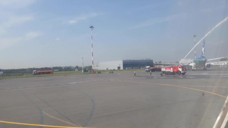 Полёт на Свистке к Ту-144 - руление и водяная арка над Ту-134А3