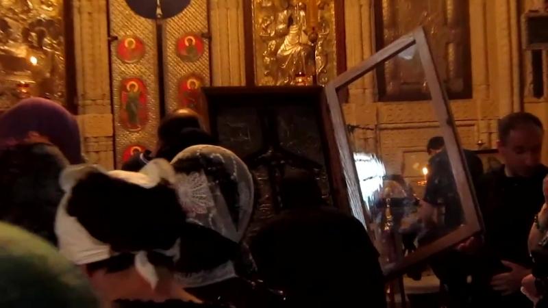 Всенощное бдение.Сионский кафедральный собор в Тбилиси. Вынос (подлинного) креста св.Нины.