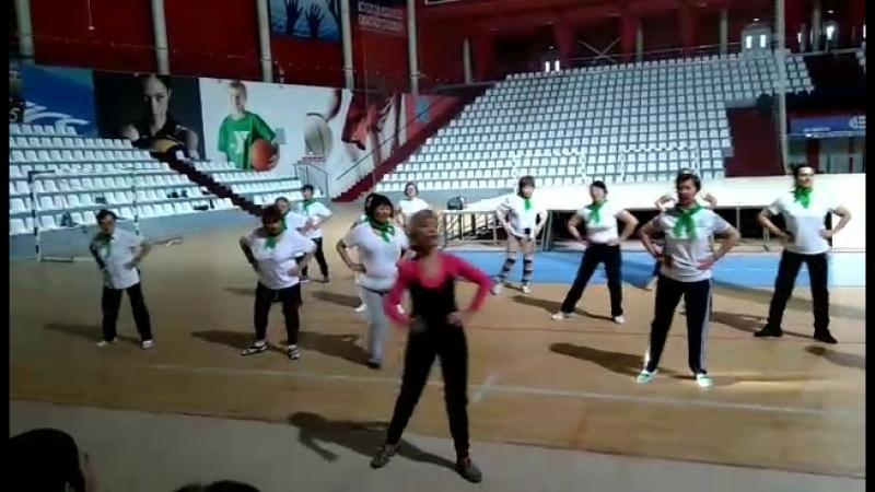 8 Марта! Мы в ФСК на занятиях гимнастикой и танцевальной аэробикой! (video Светланы Дугаровой)
