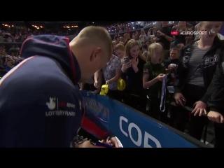 Британский пловец подарил свою золотую медаль девочке с трибун