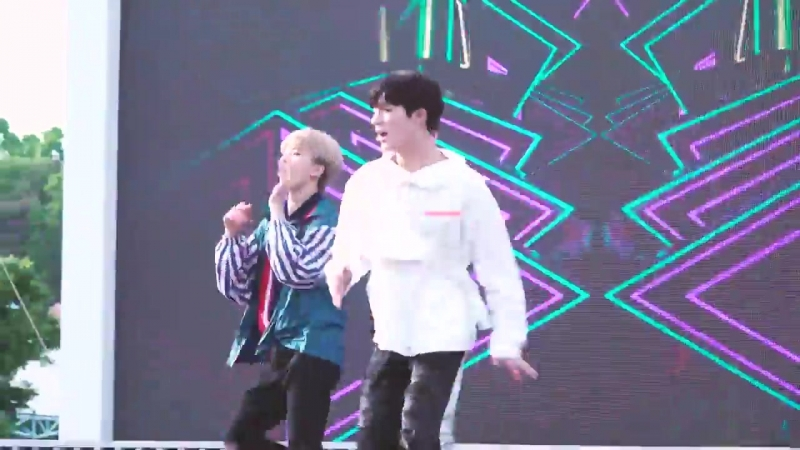 ⛔️⚠️attention jisung stans!⚠️⛔️  this fancam will trigger your heart and soul until you'll have fever 😉