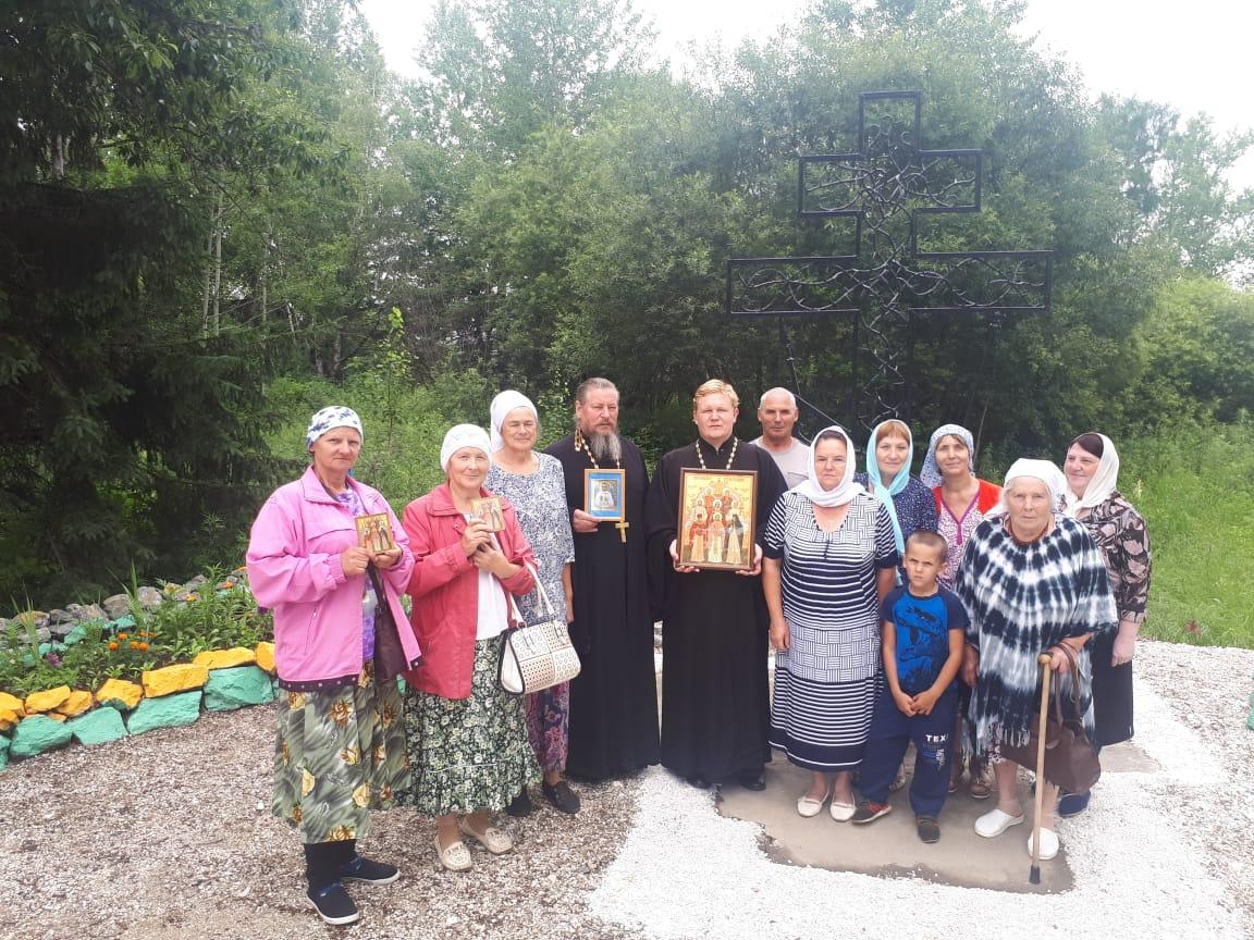 У поклонного Креста в п.Известковом почтили память святых Биробиджанской епархии