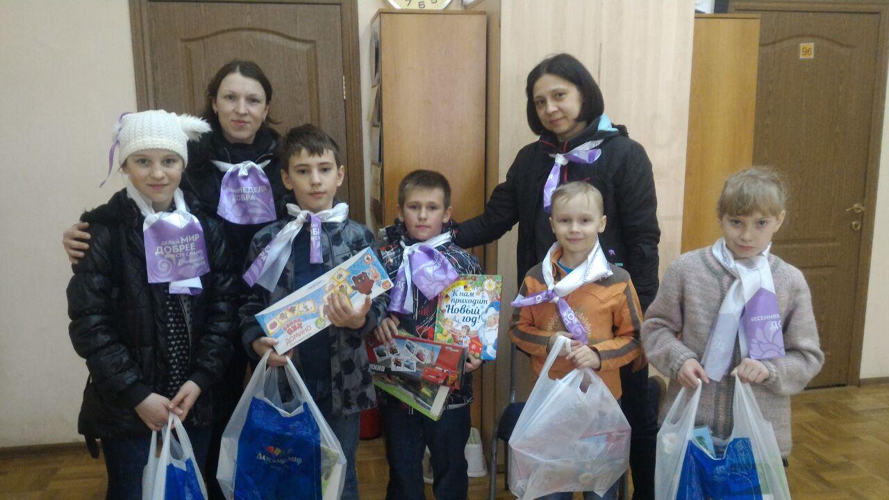 """подарки от БФ """"Детский мир"""" для юных волонтёров субботника """"Весенняя уборка"""""""