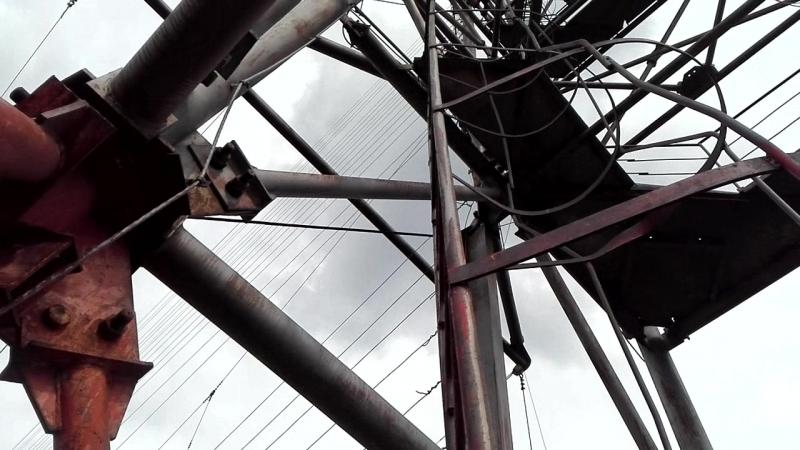 На антенной мачте глушилки рядом с Ангарском