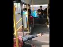 Китаец вылетел из автобуса