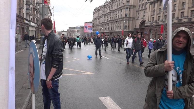 1 мая Реакция людей на плакаты и транспаранты Спасибо Саша