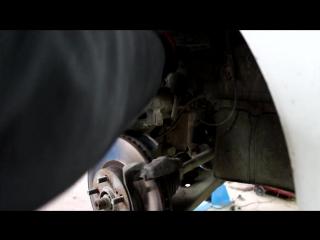 Toyota Caldina (Тойота Калдина) замена передних тормозных колодок