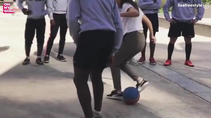 Lisa Zimouche против воспитанников академии футбола ПСЖ и Рональдиньо