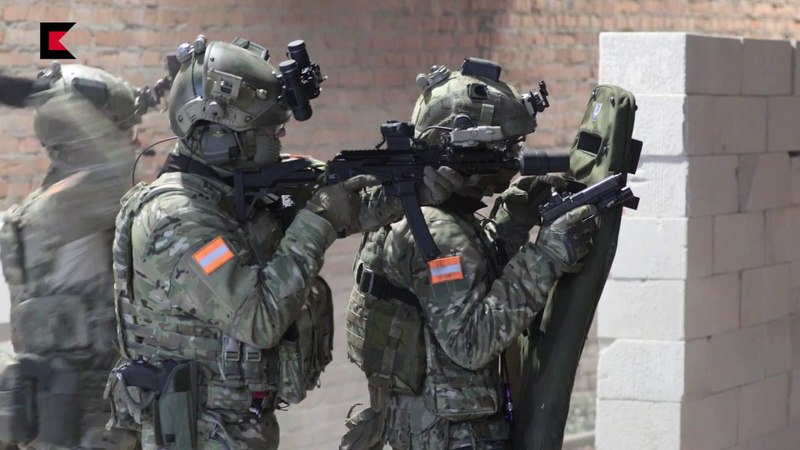Пистолет пулемет Витязь и пистолет Ярыгина в действии